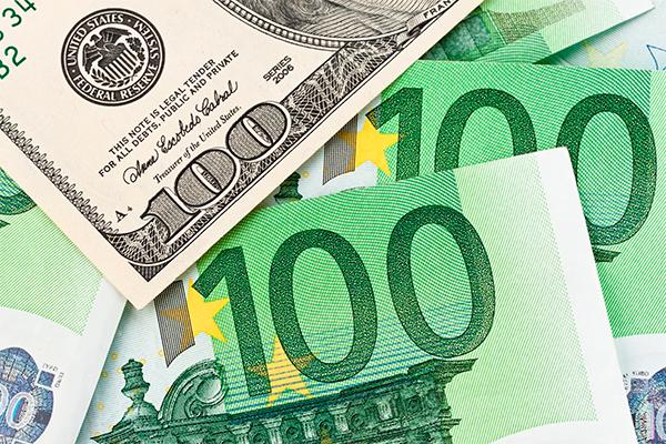 Доллар и евро берут новые высоты