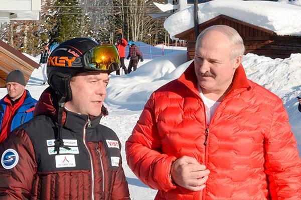 Медведев и Лукашенко покатались на лыжах