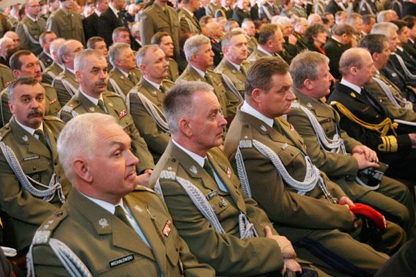 Генералы покидают армию