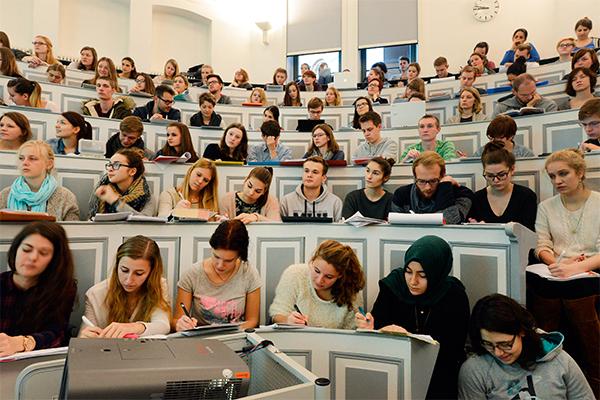 Пяти вузам запретили набирать студентов