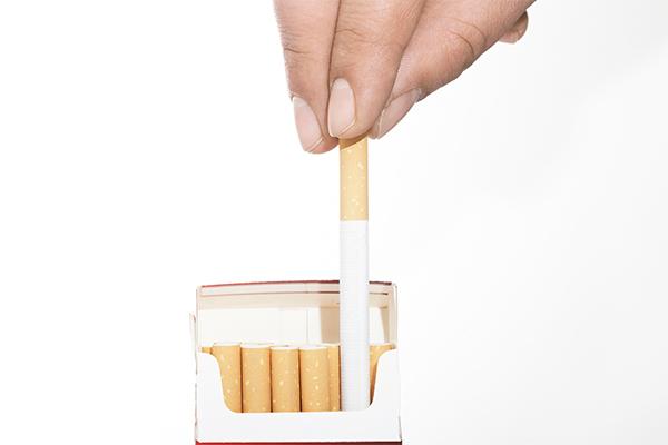 Продажи крупных пачек сигарет запретят