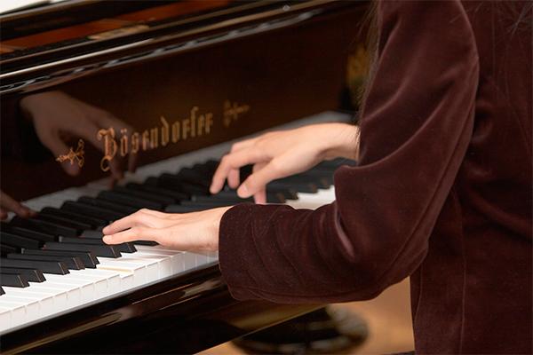 Жена украинского пианиста убила дочерей