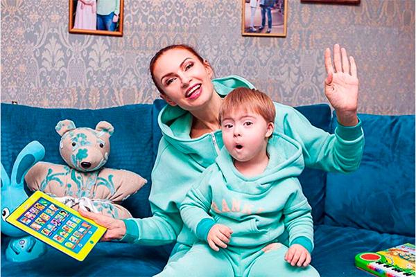 Эвелина бледанс с ребенком сейчас 80