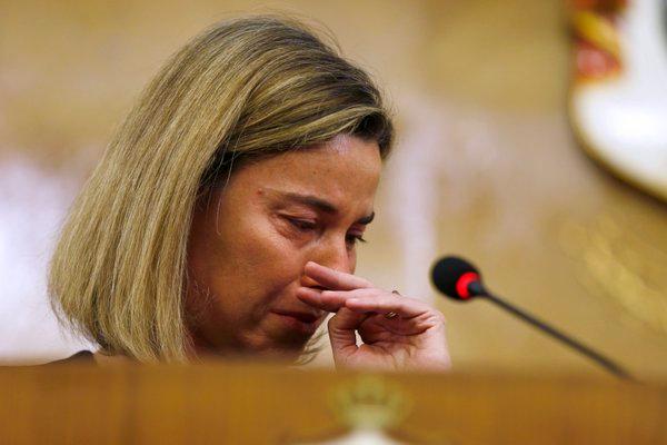Могерини расплакалась после взрывов