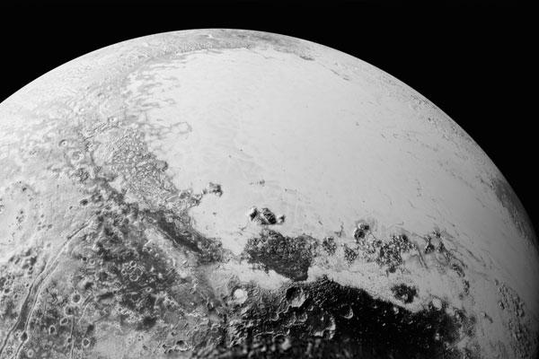 NASA показало озеро на Плутоне