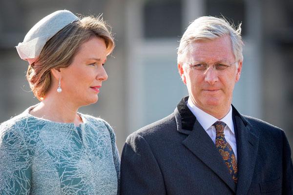 Королевская семья сбежала из Брюсселя