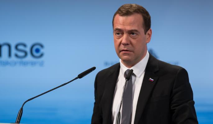 Медведев объяснил продление эмбарго