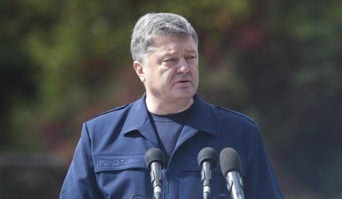 Порошенко вычеркнул из украинских паспортов русский язык