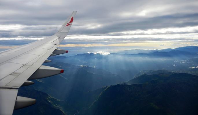 Пассажирский самолет разбился в горах