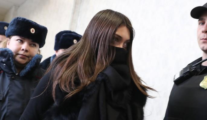 Отец зашипел на Мару Багдасарян в суде