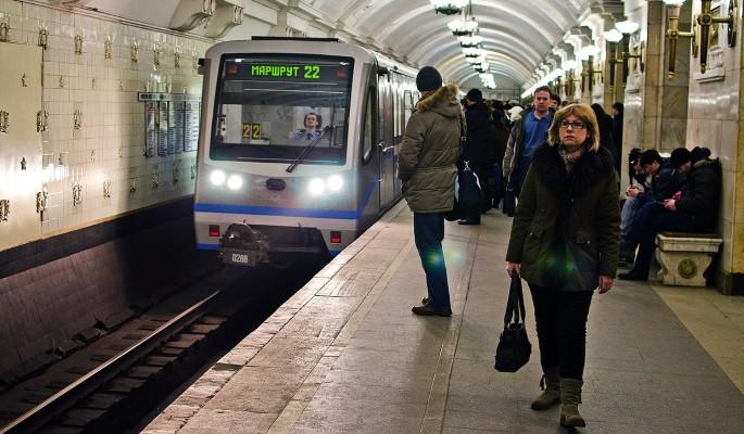 Женщина прыгнула под поезд метро ради спасения дочери