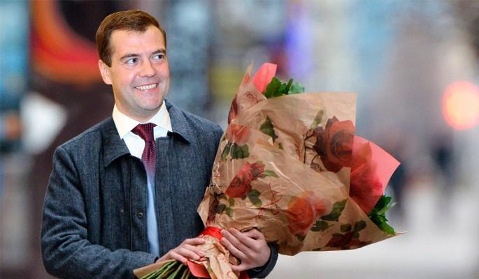 Медведев подготовил россиянкам необычный подарок к 8 марта