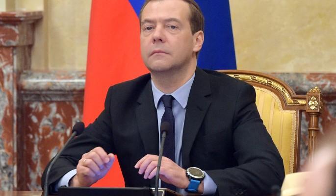 Модный Медведев сверкнул новыми часами