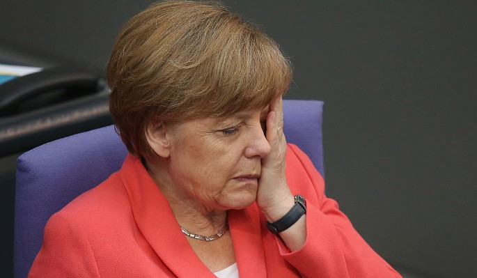 Перед конфузом с Трампом Меркель читала Playboy