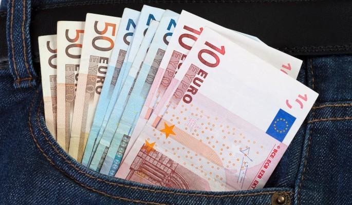 Россиянам советуют закупаться валютой