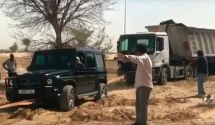 Наследный принц Дубая вытащил застрявший в песке грузовик