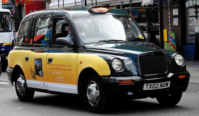 Американка изнасиловала и ограбила таксиста