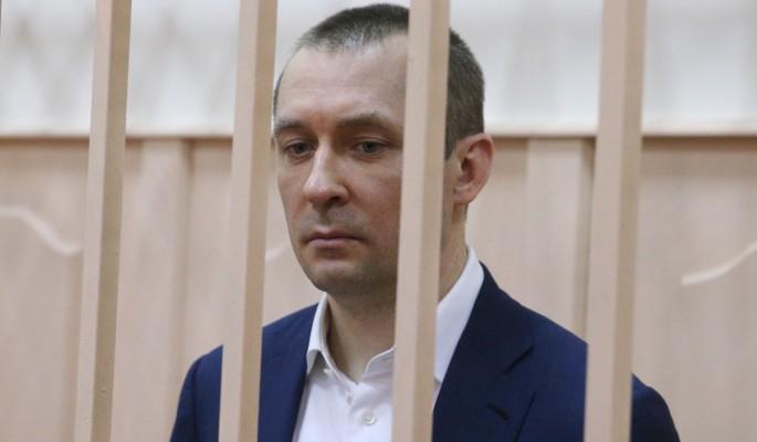 Отца полковника Захарченко обвинили в растрате
