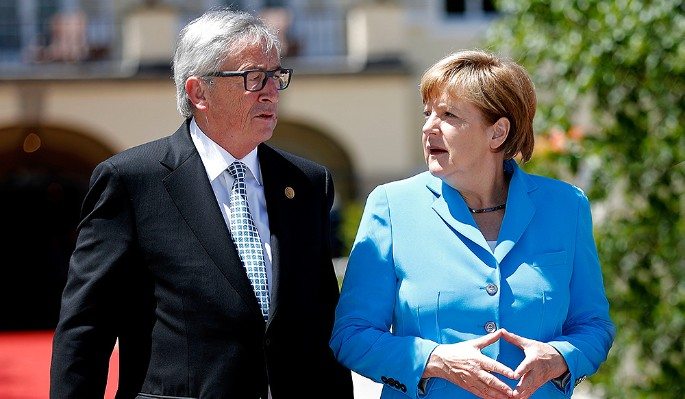 Юнкер разозлил Меркель перед пьяным скандалом