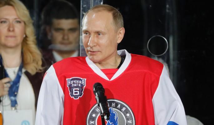 Путин забросил семь шайб во время ночного матча