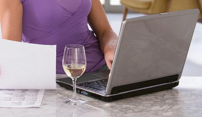 В России одобрили продажу алкоголя через интернет