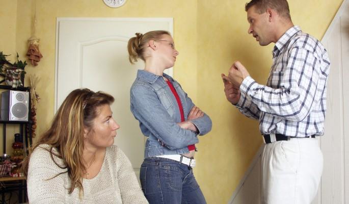 Почему издеваются над детьми в приемных семьях