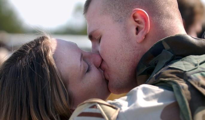 Ученые раскрыли тайну поцелуя мужчины и женщины