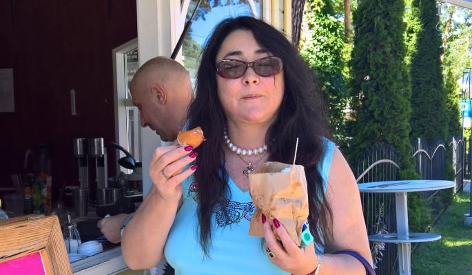 Лолита в Юрмале налегает на пончики