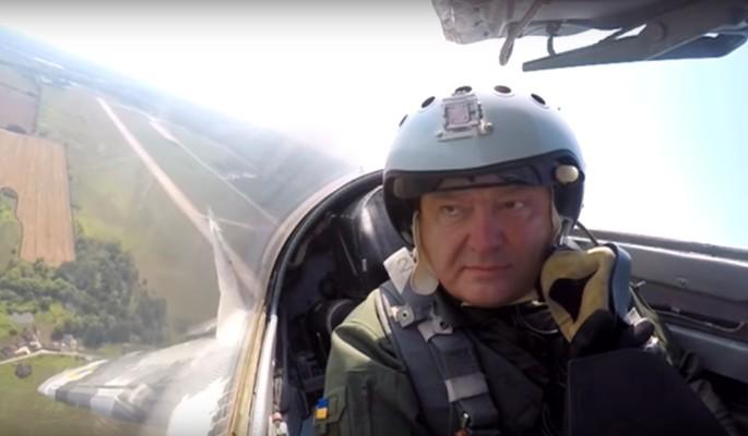 Порошенко стал посмешищем из-за полета на МиГ-29