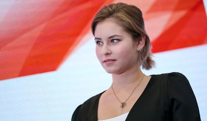 Располневшая Липницкая вышла в свет в мини-платье