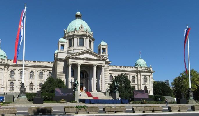 Почему Сербия не хочет плясать под американскую дудку