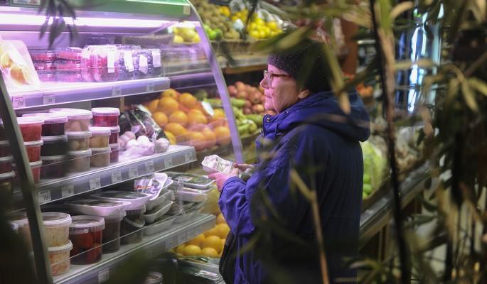 Москвичи переплачивают за продукты почти тысячу рублей