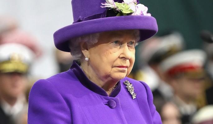 Елизавета II удивила нелепым нарядом на встрече с африканцами