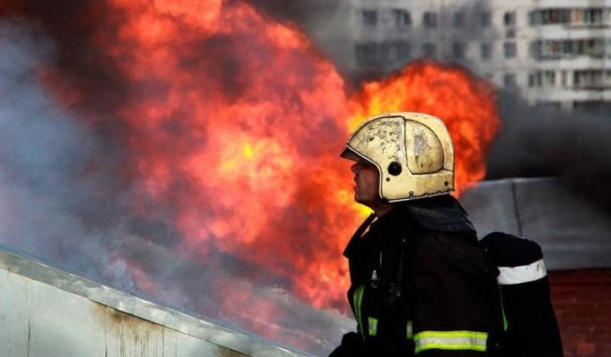 В Подмосковье сгорела неправильно припаркованная машина
