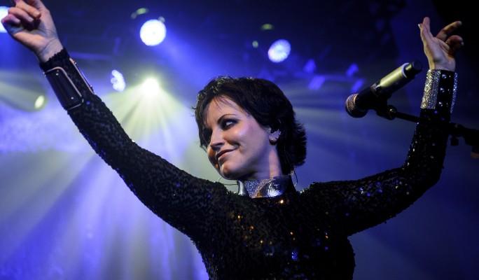 Народ в ужасе от внезапной смерти знаменитой певицы