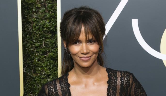 Голливудская актриса вышла на красную дорожку без трусов