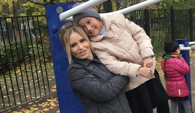 Обработанная семьей дочь вцепилась в волосы Борисовой