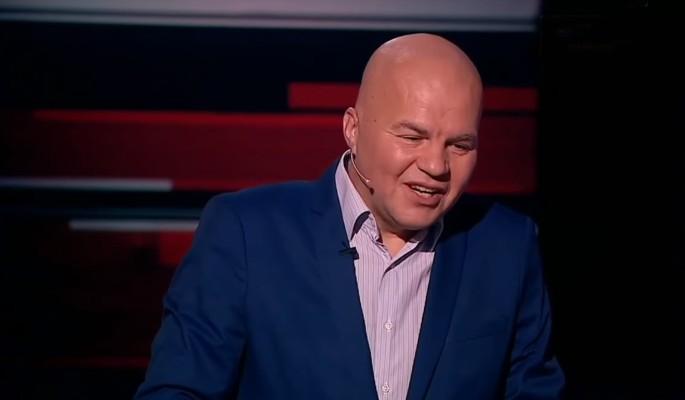 Готов на все: сколько украинский политолог получает за тумаки в шоу Соловьева