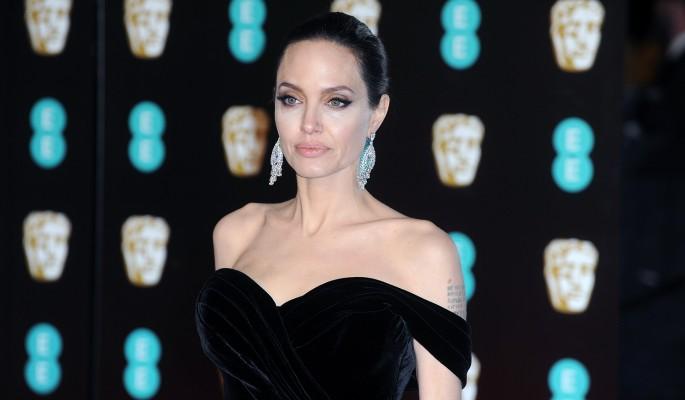 Анджелина Джоли шокировала интимными отношениями с детьми