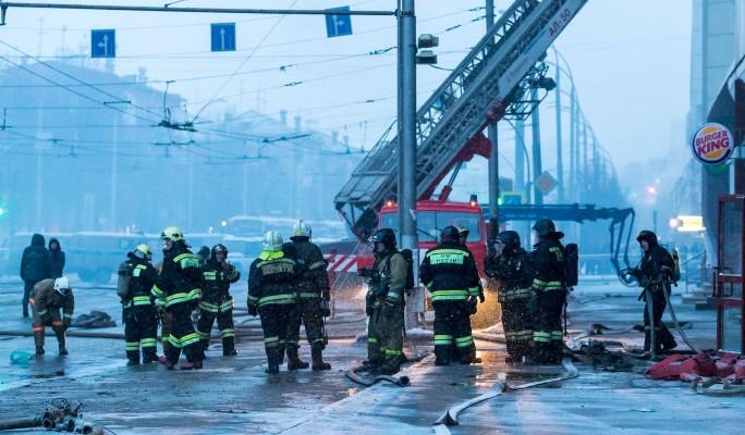 Бестолковые охранники ТЦ в Кемерово не выпускали детей из огня