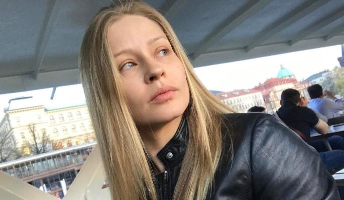 Юлия Пересильд легла под капельницу вместо спектакля