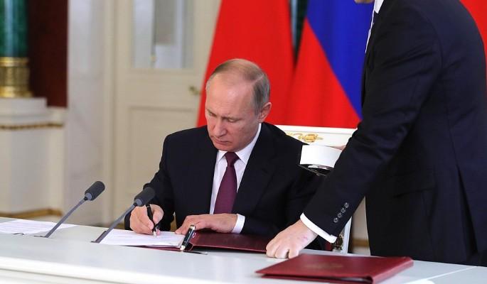 Путин пожаловался на свой ужасный почерк