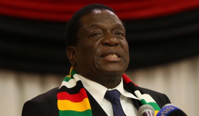 В Зимбабве пытались убить президента: взрыв попал на видео
