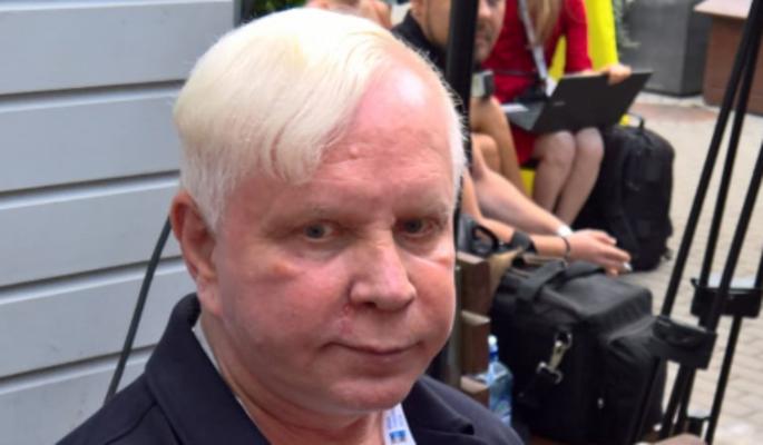 """""""Пошли вы на..."""": обрюзгший Моисеев вышел из себя при виде камер"""