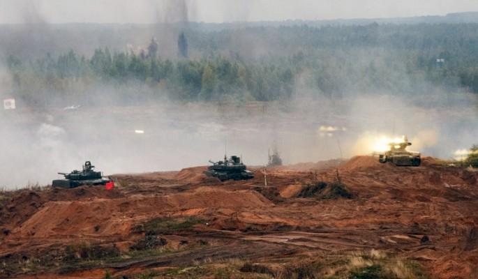 К западным границам России стягивают военную технику