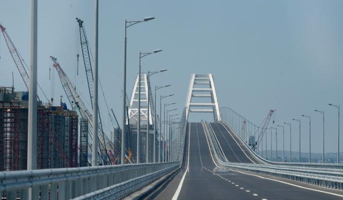 Крымский мост погнулся после жуткого ЧП: движение перекрыто