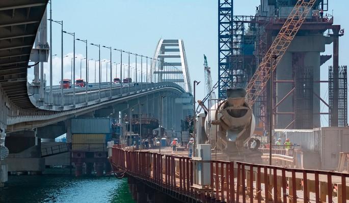 Крымский мост захвачен неизвестными