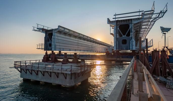 Военные корабли Украины прорвались к Крымскому мосту
