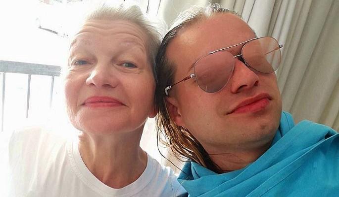 «Кабаре ужасов»: Солнцев после пластики превратился в жену-старушку
