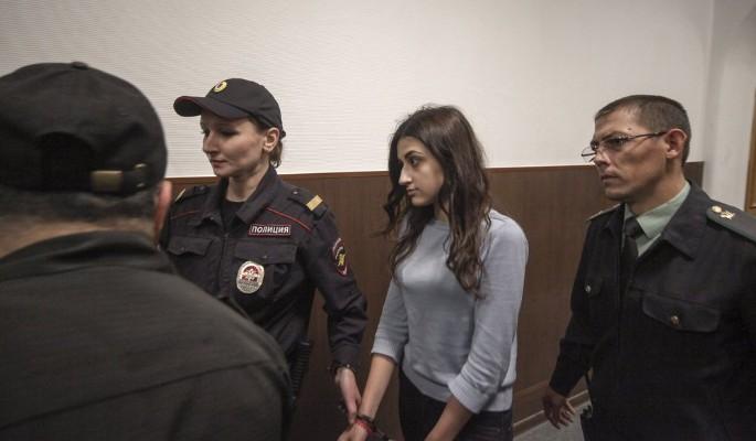 Как живут под домашним арестом убившие отца сестры Хачатурян